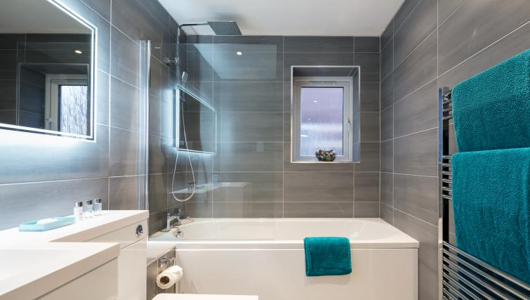 Bath and shower at The Riverside Apartment - Citybase Apartments