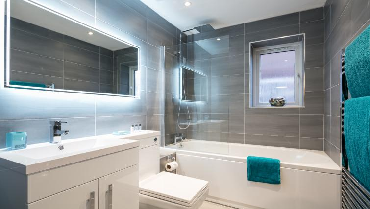 Bathroom at The Riverside Apartment - Citybase Apartments