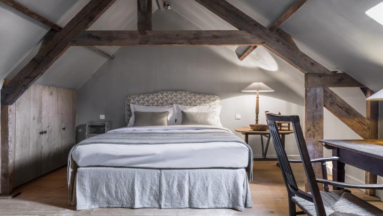 Big bed at the Katelijne Apartment - Citybase Apartments