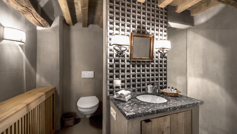 Bathroom at the Katelijne Apartment - Citybase Apartments