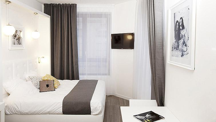 Bed at Calm Apparthotel - Citybase Apartments