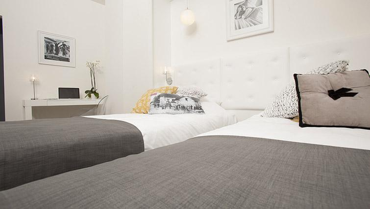 Cosy beds at Calm Apparthotel - Citybase Apartments