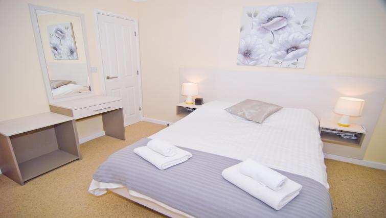 Bed at Room and Roof Southampton Apartments - Citybase Apartments