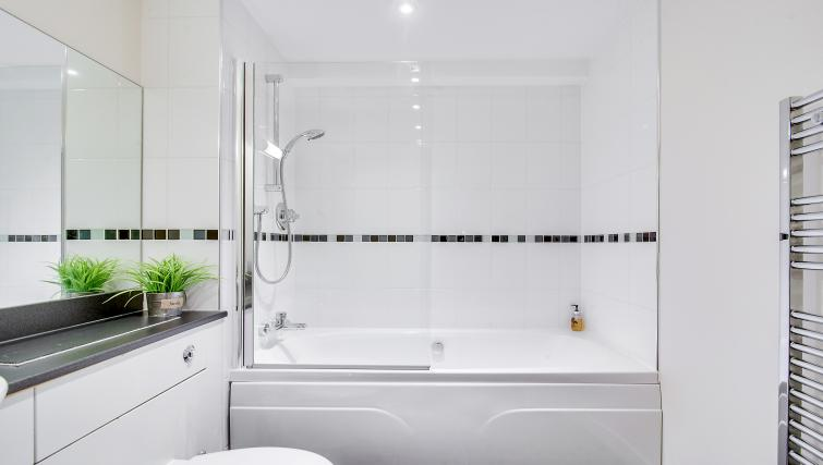 Shower at The Corporate Apartment - Citybase Apartments