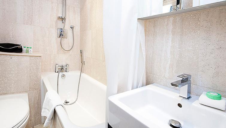 Stunning bathroom at 20 Hertford Street Apartments - Citybase Apartments