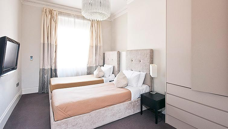 Twin bedroom at 20 Hertford Street Apartments - Citybase Apartments