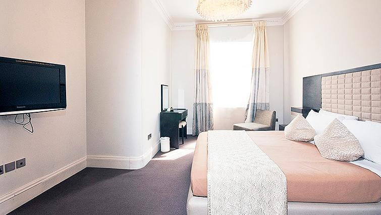 Desirable bedroom at 20 Hertford Street Apartments - Citybase Apartments