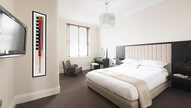 Bright bedroom at 20 Hertford Street Apartments - Citybase Apartments