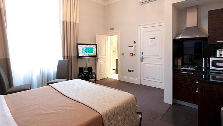 Multifunctional bedroom at 20 Hertford Street Apartments - Citybase Apartments