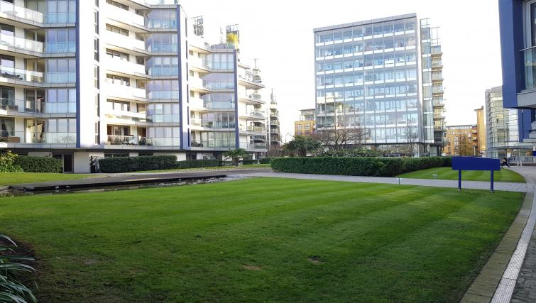 Lawn at the River View Point Pleasant Apartment - Citybase Apartments