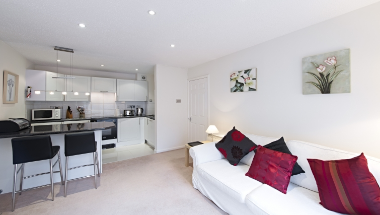 Delightful living area in Chatsworth Court Apartment - Citybase Apartments