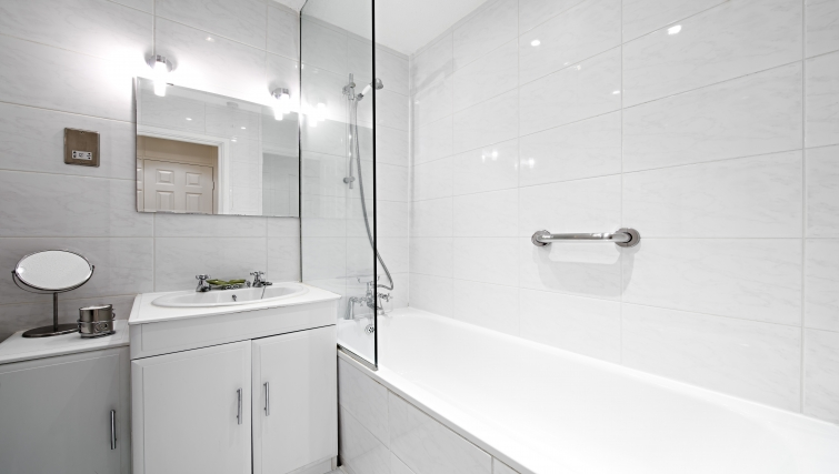 Stylish bathroom in Chatsworth Court Apartment - Citybase Apartments