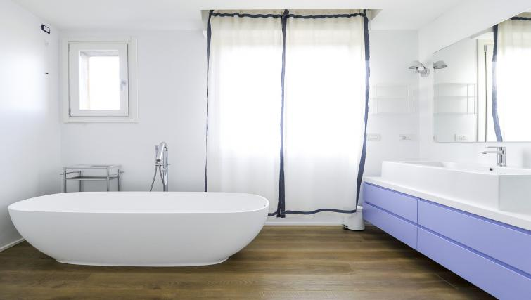 Bathroom at Curtatone Penthouse - Citybase Apartments