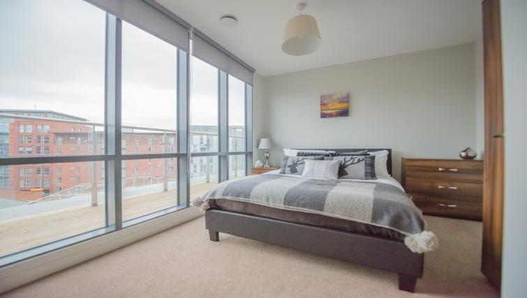Bed at East Point Apartments - Citybase Apartments