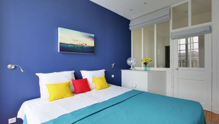 Bright rooms at Charming Charlemagne Apartment - Citybase Apartments