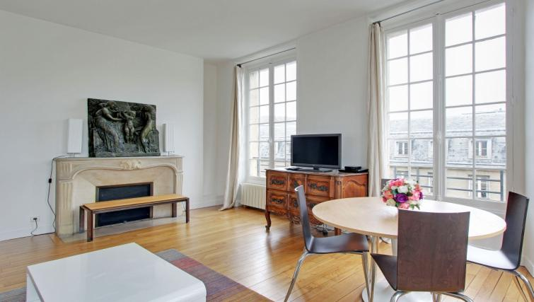 TV at Charming Charlemagne Apartment - Citybase Apartments