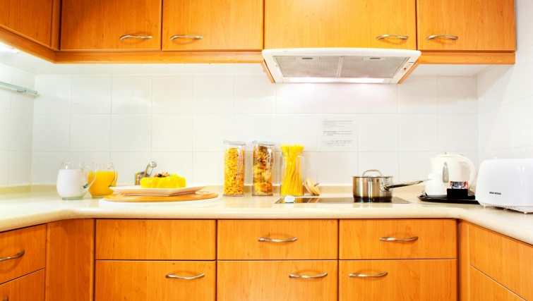 Stunning kitchen in North Point Apartment - Citybase Apartments