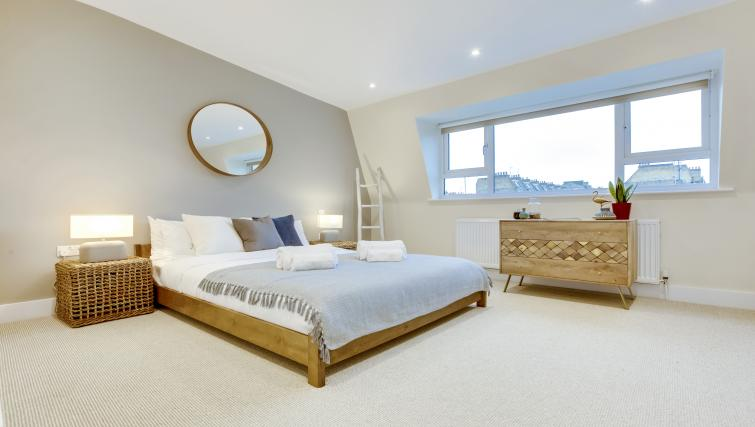 Double bed at the South Kensington Bute Street Apartments - Citybase Apartments
