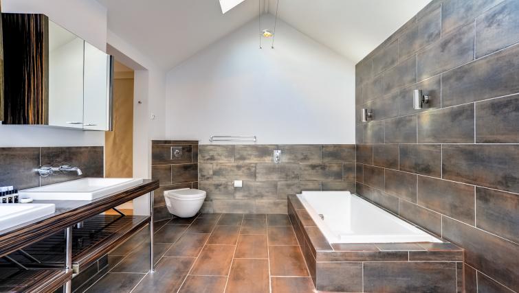 Bathroom at the Genesis in Kensington Apartment - Citybase Apartments