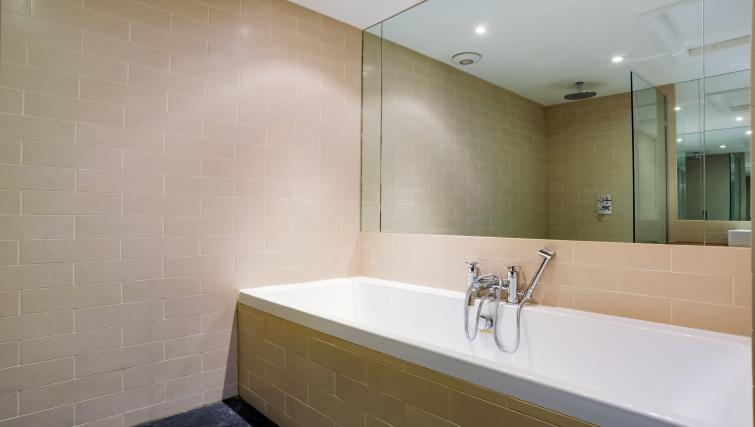 Bath at the Genesis in Kensington Apartment - Citybase Apartments