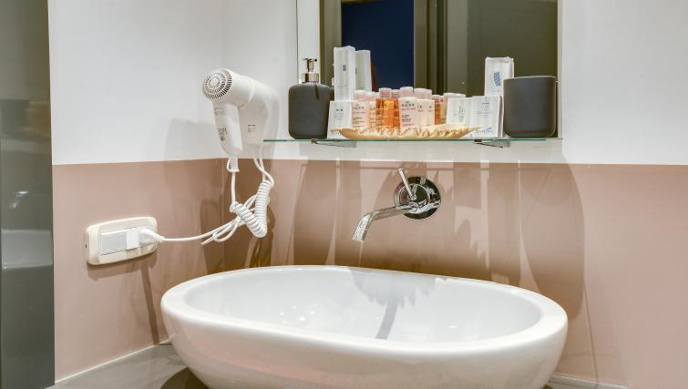 Bathroom decor at the Cerva Milano Apartment - Citybase Apartments