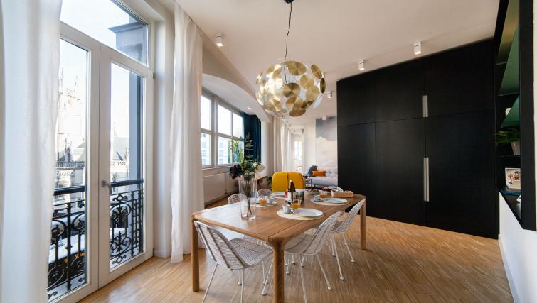 Dining room at the Regence III Apartment - Citybase Apartments