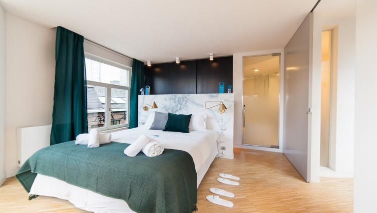 Bedroom at the Regence III Apartment - Citybase Apartments