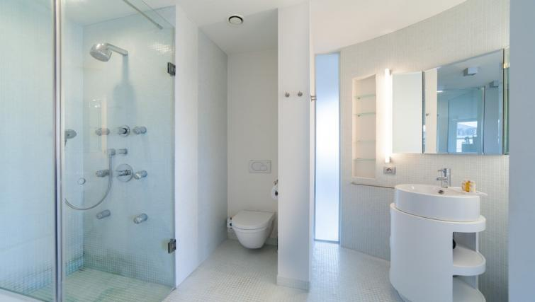 Bathroom at the Regence III Apartment - Citybase Apartments