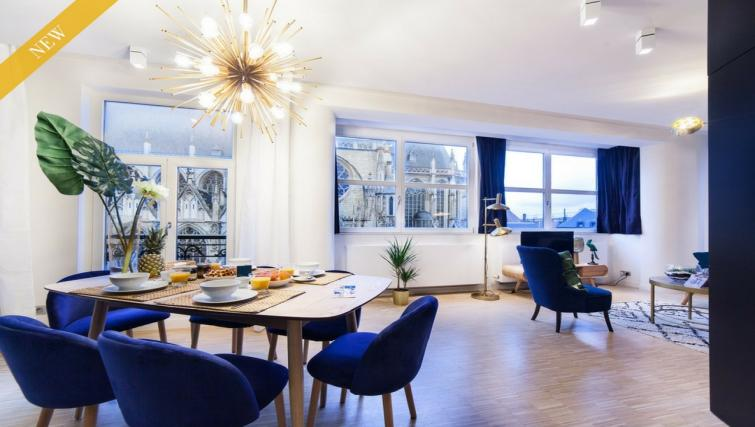Lounge at the Regence III Apartment - Citybase Apartments