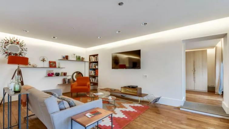 Living room at the Amiral de Coligny Apartment - Citybase Apartments