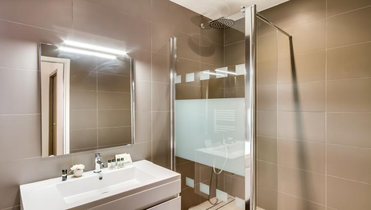 Bathroom at Boetie Apartments - Citybase Apartments