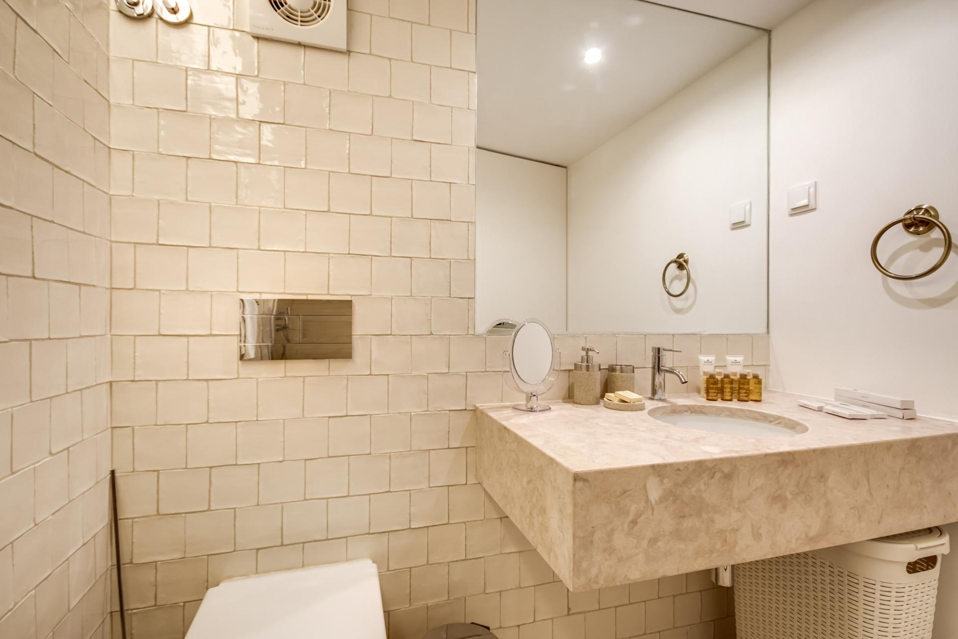 Bathroom at Emenda Deluxe Apartment - Citybase Apartments