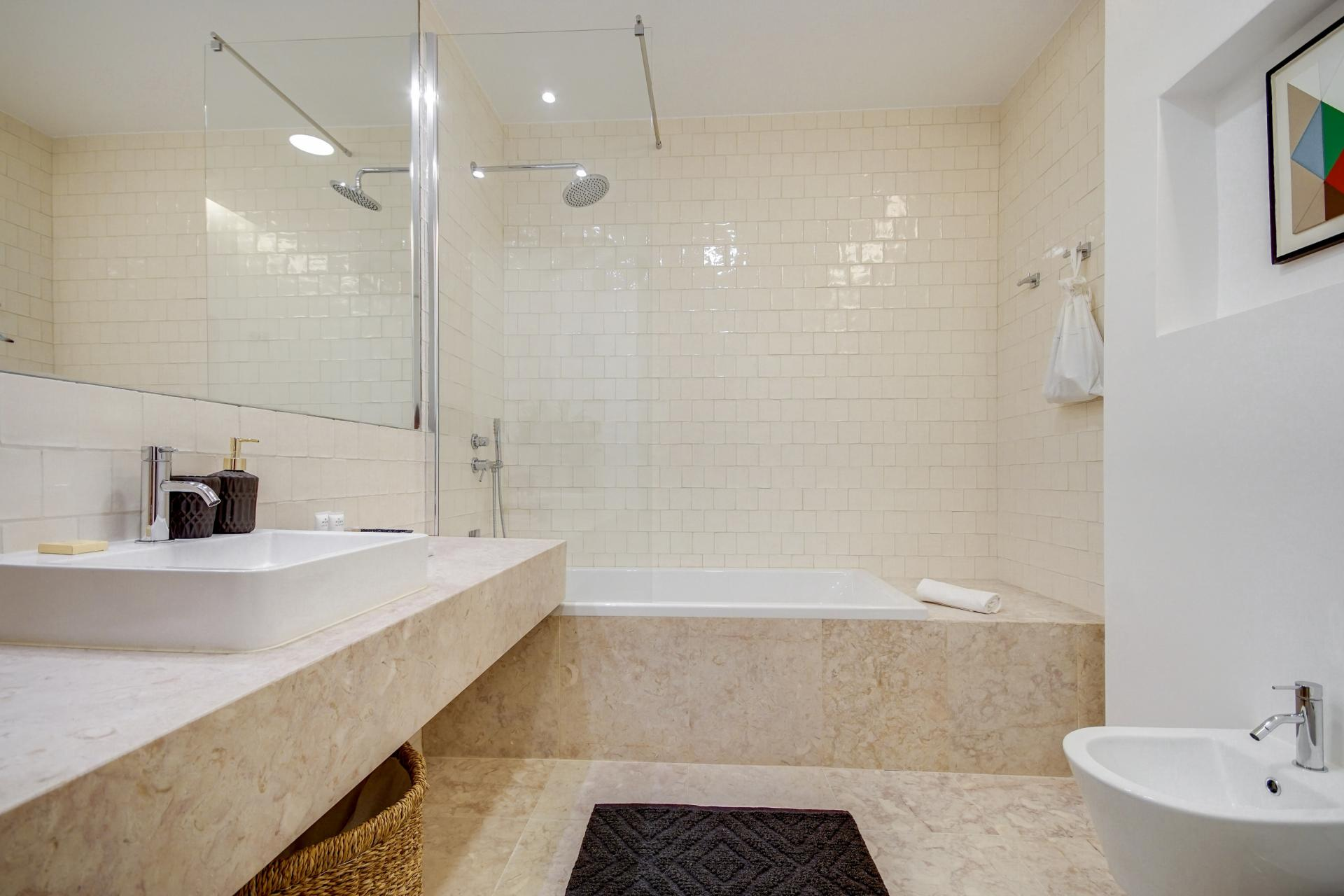 Spacious bathroom at Emenda Deluxe Apartment - Citybase Apartments