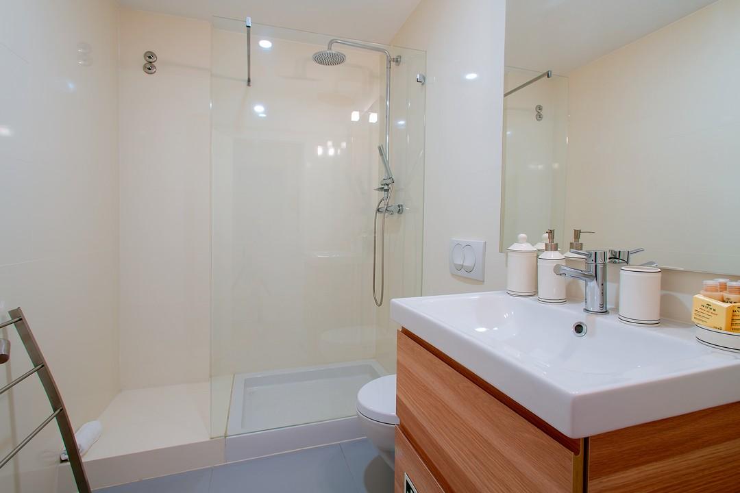 Bathroom at Gloria Apartments - Citybase Apartments