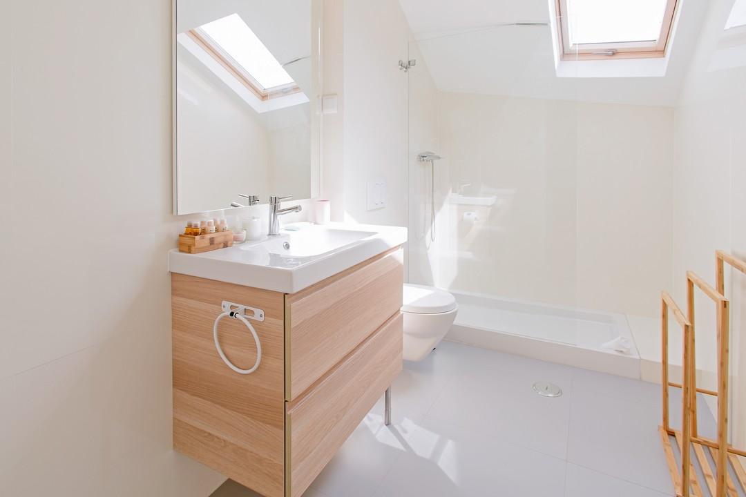 Bright bathroom at Gloria Apartments - Citybase Apartments