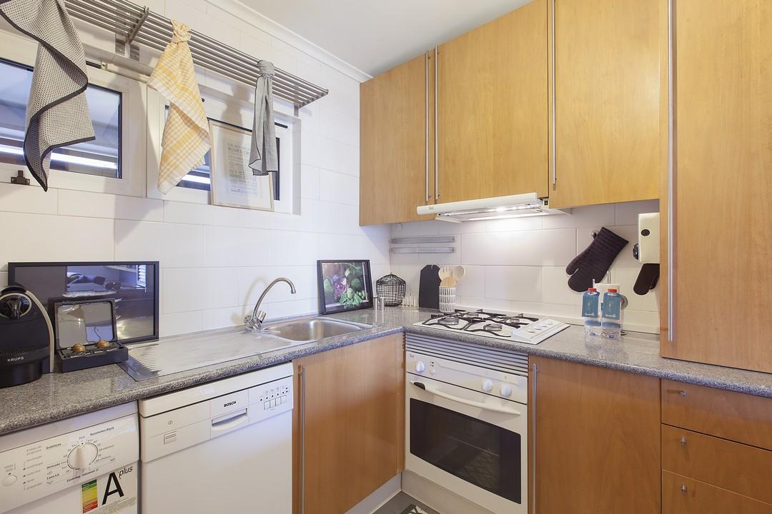 Oven at Liberdade Executive Apartments - Citybase Apartments