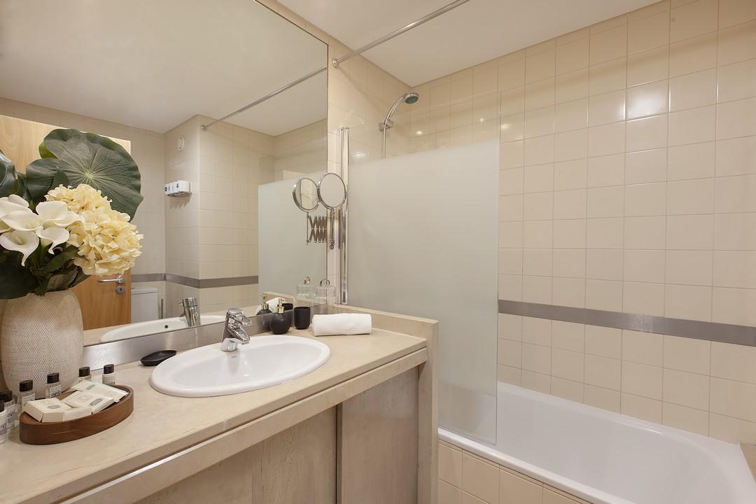 Bathroom at Liberdade Executive Apartments - Citybase Apartments
