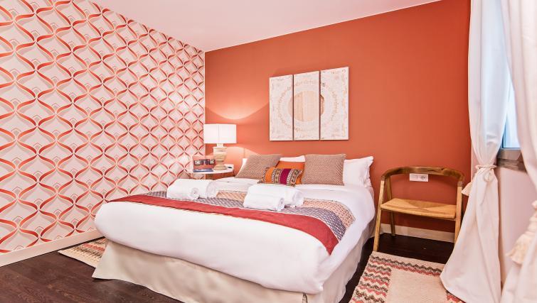 Bedroom at Paseo de Gracia Apartments - Citybase Apartments