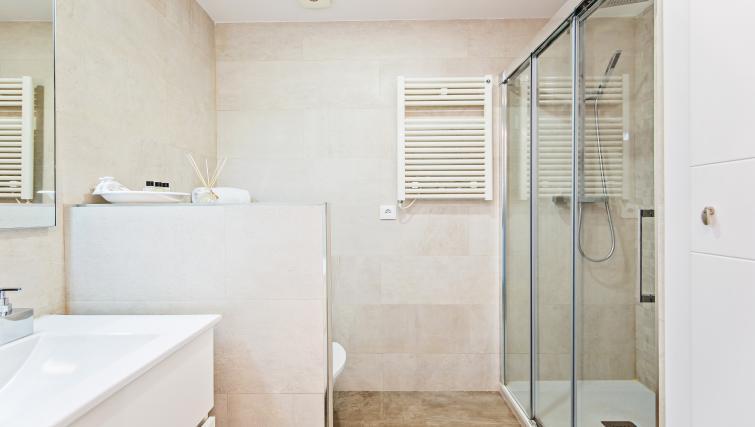 Bathroom at Paseo de Gracia Apartments - Citybase Apartments