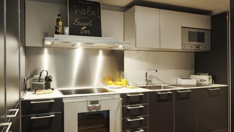 Kitchen at Paseo de Gracia Apartments - Citybase Apartments
