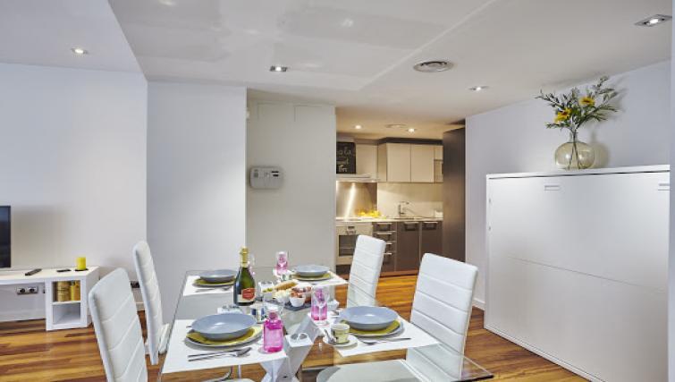 Dining area at Paseo de Gracia Apartments - Citybase Apartments