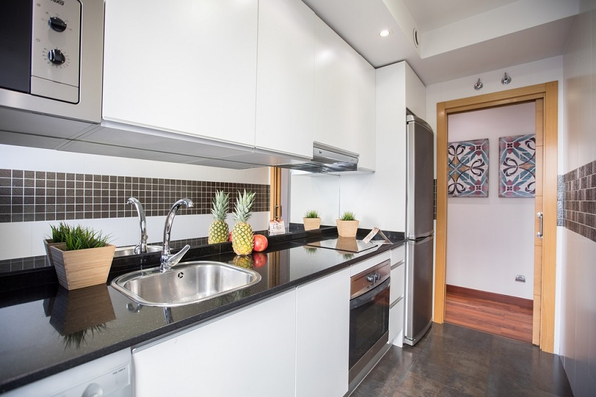 Kitchen at the Don Pedro Apartments - Citybase Apartments