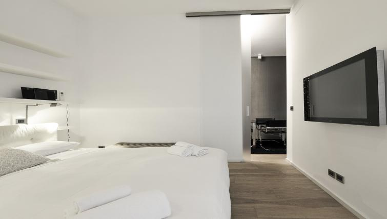 King bed at Foro Buonaparte Apartment - Citybase Apartments