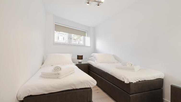 Twin beds at the Windmill Apartments - Citybase Apartments