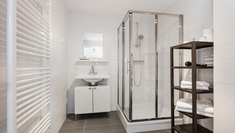 Bathroom facilities at the Windmill Apartments - Citybase Apartments