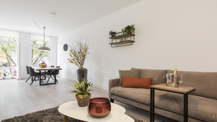 Decor at the Windmill Apartments - Citybase Apartments