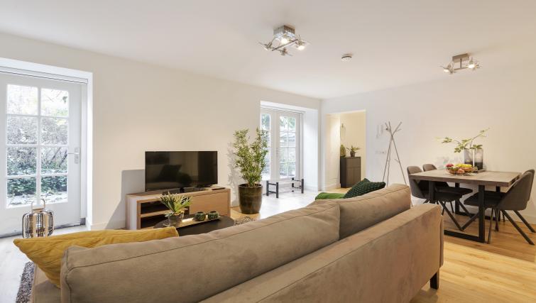 Sofa at the Zwaansteeg Canal Garden Apartments - Citybase Apartments