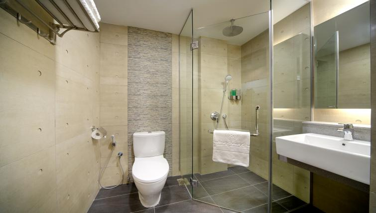 Sleek bathroom at the Orchard Grand Court Serviced Apartments, Singapore - Citybase Apartments