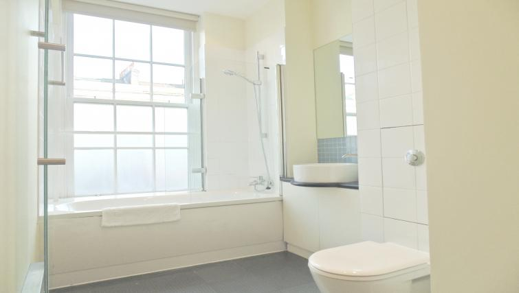 Bathroom at Still Life King's Cross Apartment - Citybase Apartments