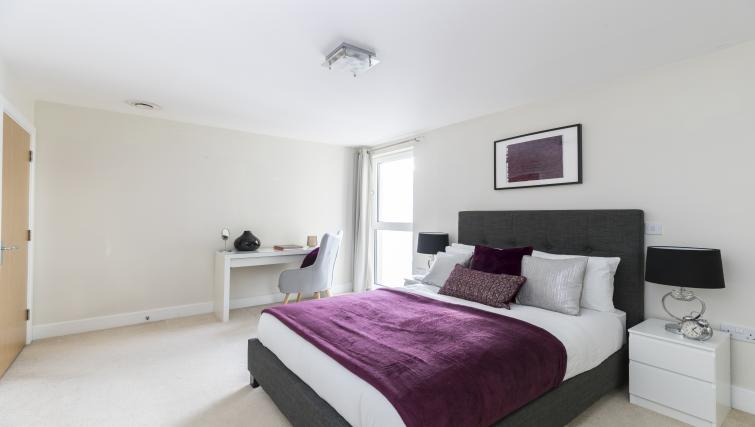Large bed at the Hammersmith Haven Apartment - Citybase Apartments